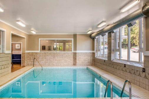 Comfort Inn - Halifax - Pool
