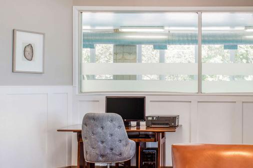 Comfort Inn - Halifax - Business centre
