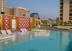 Plaza Hotel and Casino - Las Vegas - Pool