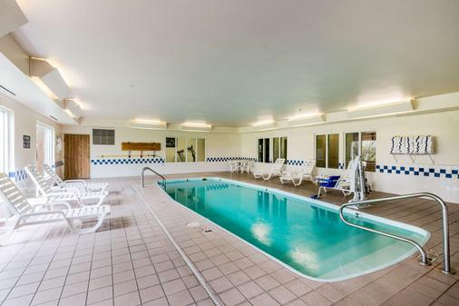 Quality Inn - Kearney - Pool