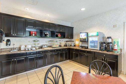 Quality Inn - Kearney - Kitchen