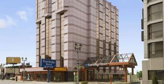 Travelodge Hotel Niagara Falls By The Falls - Niagara Falls - Building