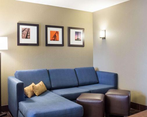 Comfort Suites - Minot - Living room