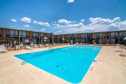 Quality Inn - Taos - Pool