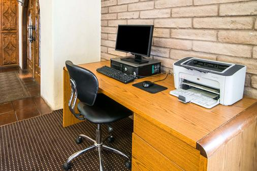 Quality Inn - Taos - Business centre