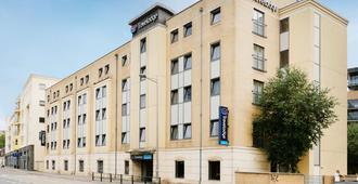 Travelodge Bristol Central - Bristol - Building