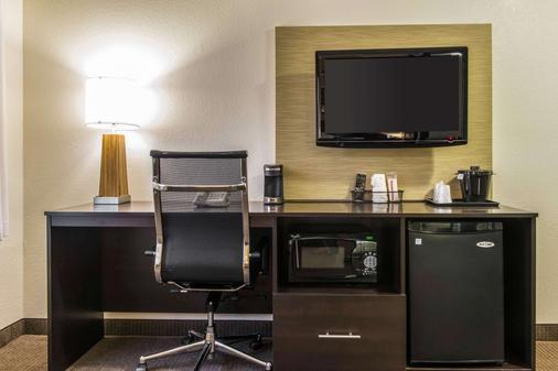 Sleep Inn & Suites - Pittsburgh - Living room