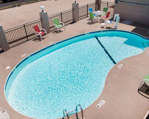 Quality Inn US65 & E. Battlefield Rd. Springfield - Springfield - Pool