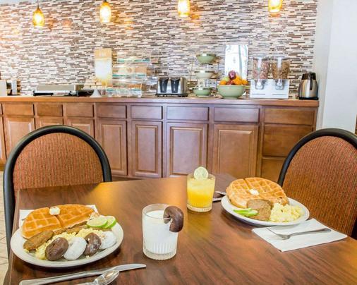 Quality Inn US65 & E. Battlefield Rd. Springfield - Springfield - Kitchen
