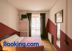Hostal La Casa de La Plaza - Madrid - Bedroom