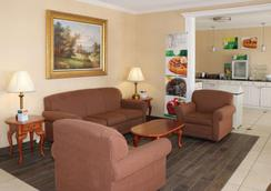 Quality Inn East - Evansville - Lobby