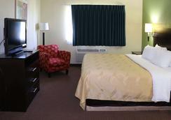 Quality Inn East - Evansville - Bedroom