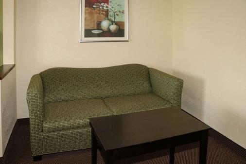 Quality Inn East - Evansville - Living room