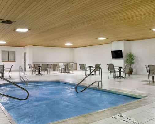 Quality Inn - Bismarck - Pool