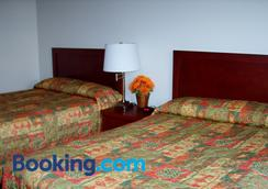 Town And Mountain Hotel - Whitehorse - Bedroom