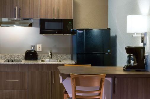 Studio 6 West Palm Beach - West Palm Beach - Kitchen