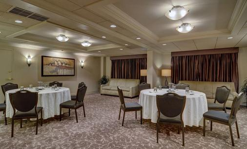 Eden Resort & Suites - Lancaster - Meeting room