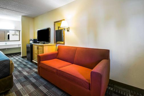 Econo Lodge - Jacksonville - Living room