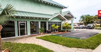 Econo Lodge - Cocoa Beach - Building
