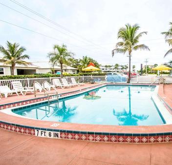 Econo Lodge - Cocoa Beach - Pool