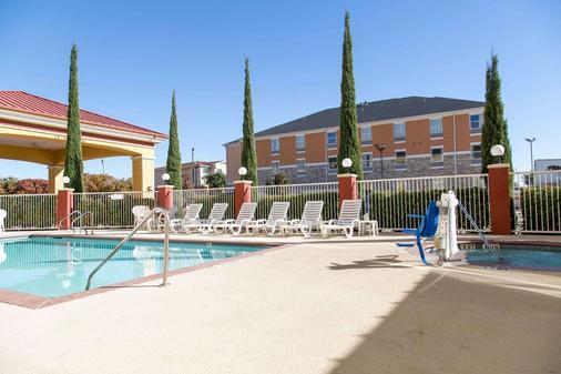 Comfort Suites North Fossil Creek - Fort Worth - Pool