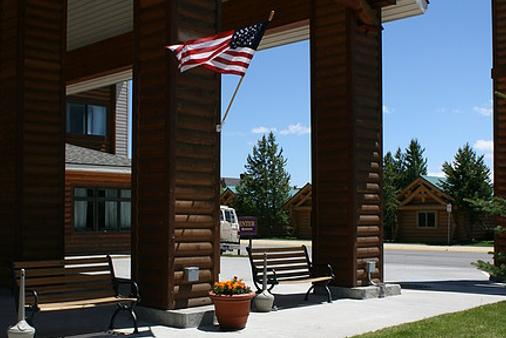 Yellowstone Lodge - West Yellowstone - Building