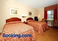 Ambassador Inn - Fayetteville - Bedroom