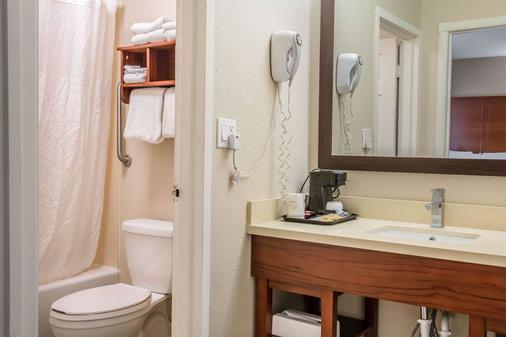 Comfort Inn - Savannah - Bathroom