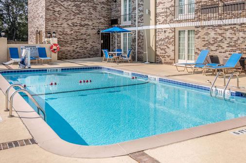 Comfort Inn - Savannah - Pool
