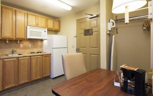 Intown Suites Fort Myers - Fort Myers - Kitchen