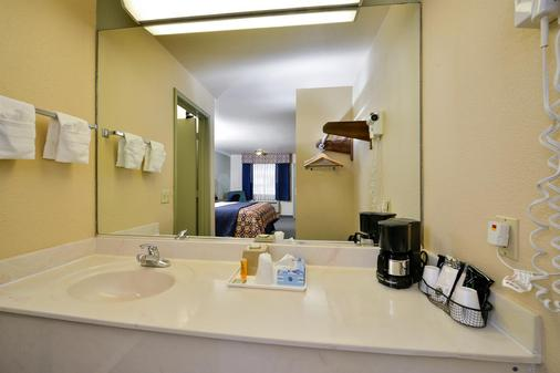 Americas Best Value Inn-Houston/Hobby Airport - Houston - Bathroom