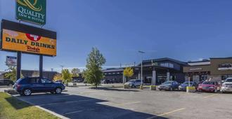 Quality Inn & Suites - Saskatoon - Building
