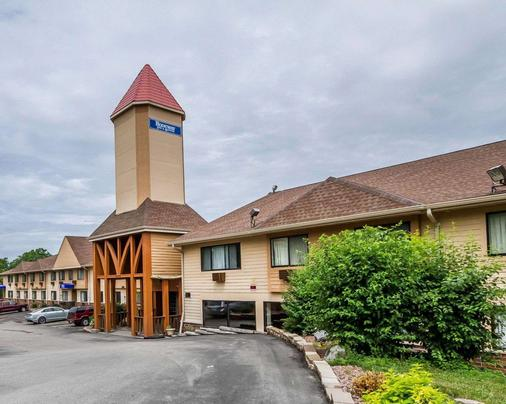 Rodeway Inn & Suites WI Madison-Northeast - Madison - Building