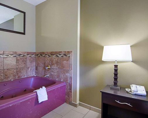 Comfort Inn West - Little Rock - Bathroom