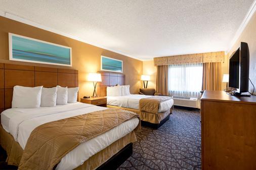 Clarion Hotel Detroit Metro Airport - Romulus - Bedroom