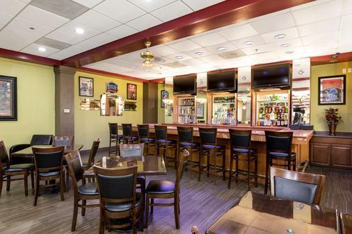 Clarion Hotel Detroit Metro Airport - Romulus - Bar