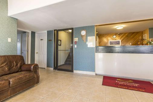 Econo Lodge Inn & Suites - Saint John - Front desk