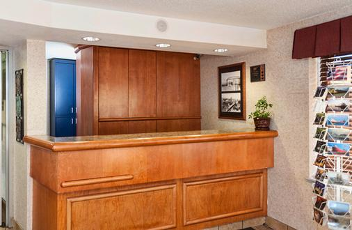 The Downtown Duluth Inn - Duluth - Front desk