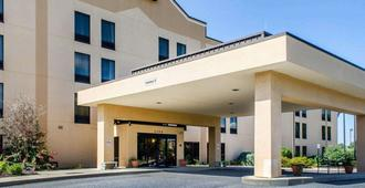 Comfort Inn & Suites - York - Building