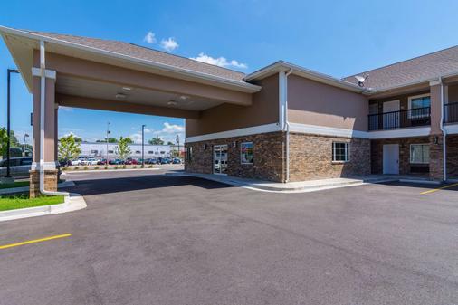 Econo Lodge Inn & Suites North Little Rock near Riverfront - North Little Rock - Building