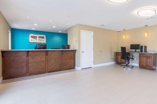 Econo Lodge Inn & Suites North Little Rock near Riverfront - North Little Rock - Lobby