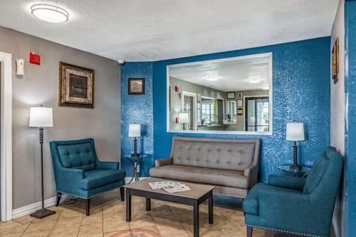 Quality Inn I-10 East Near Att Center - San Antonio - Lobby
