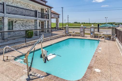 Quality Inn I-10 East Near Att Center - San Antonio - Pool