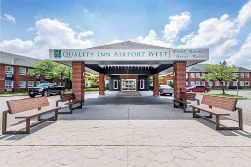 Quality Inn Airport West - Mississauga - Building