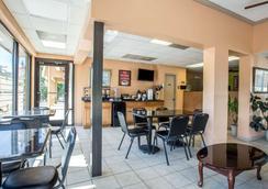 Econo Lodge Biltmore - Asheville - Restaurant