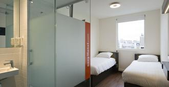 easyHotel Amsterdam City Centre South - Amsterdam - Bedroom