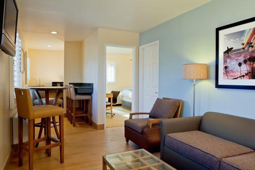 PB Surf Beachside Inn - San Diego - Living room