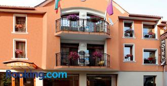 Lucky Hotel - Veliko Tărnovo - Building