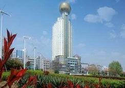 Howard Johnson Pearl Plaza Wuhan - Wuhan - Building