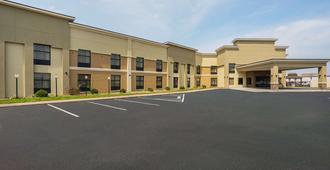 Clarion Inn & Suites - Evansville - Building